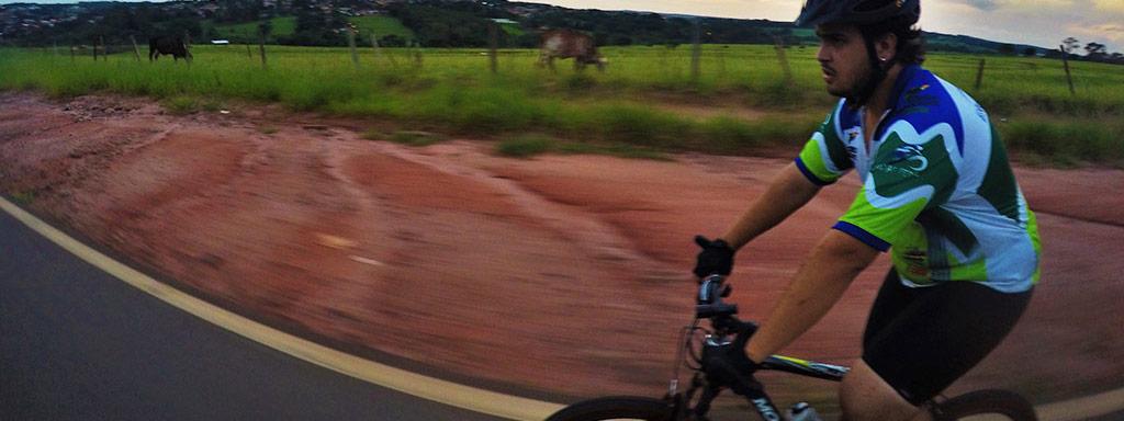 Dicas de como pedalar em rodovias